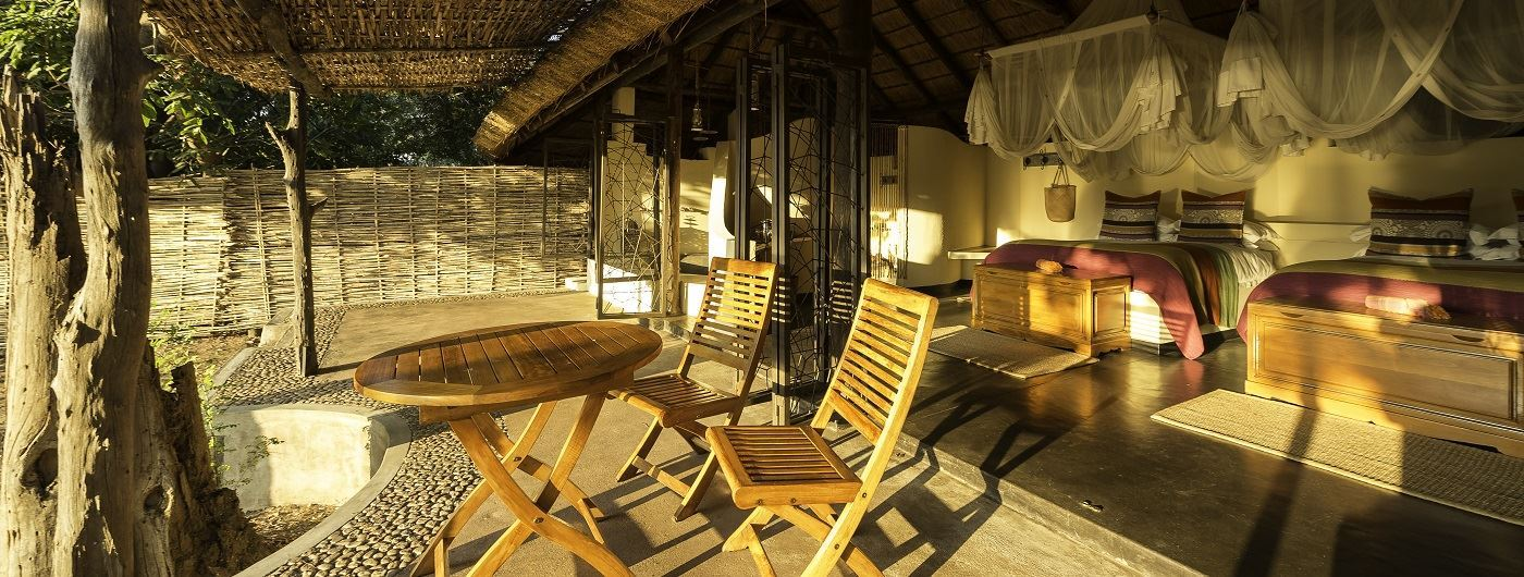Kapamba twin bed open-fronted guest chalet