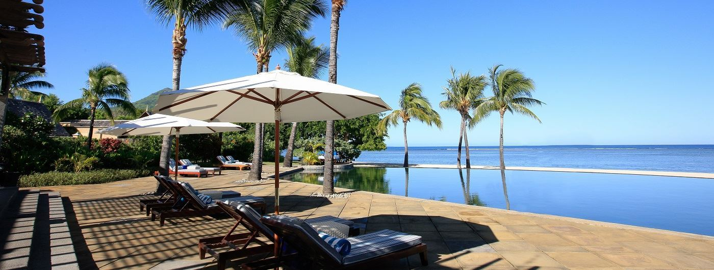 Maradiva Resort & Spa infinity pool