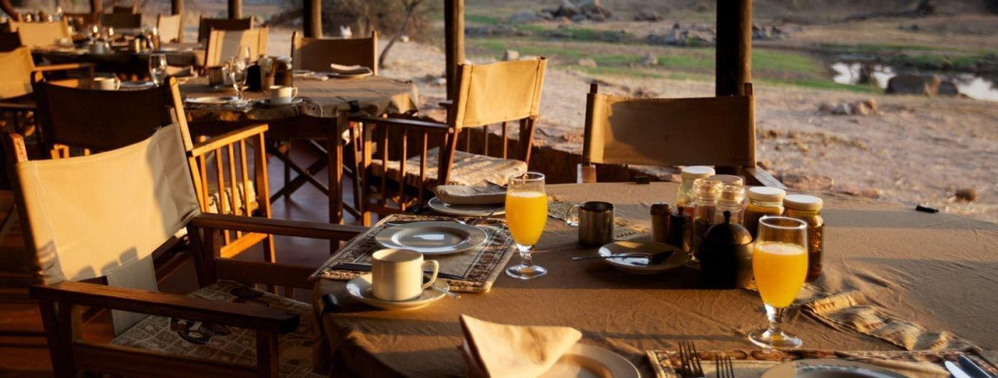 Ruaha River Lodge dining