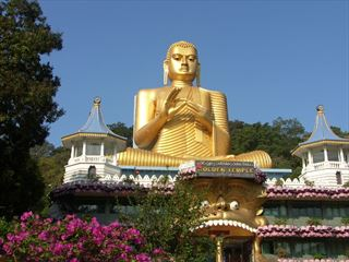 Buddhist gold temple - Indian Ocean Holidays