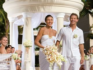 The beautiful wedding gazebo at Dreams Palm Beach