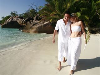 Wedding romance in the Seychelles