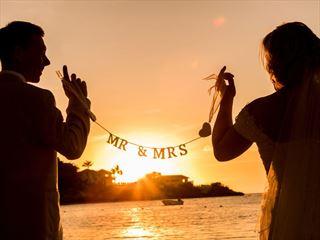 Sunset romance as the new Mr & Mrs