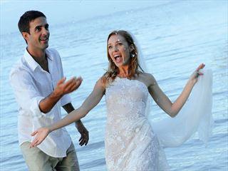 Veranda Pointe Aux Biches wedding couple