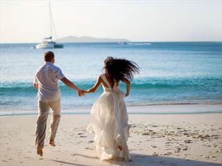 Raffles Praslin wedding couple