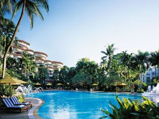 Shangri-La swimming pool