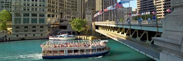 Chicago boat tour. Credit: Jason Lindsey