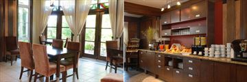 Les Suites de Tremblant - Ermitage du Lac, Dining Area and Breakfast Area