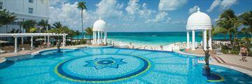 Riu Palace Las Americas, Infinity Pool and Beach