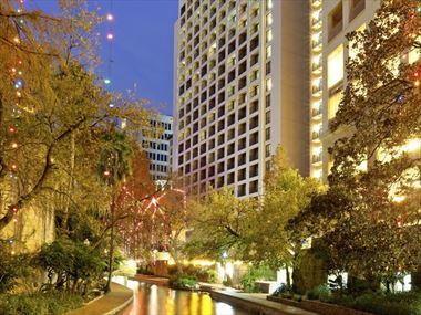 Exterior, Holiday Inn Riverwalk