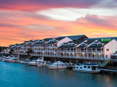 Holiday Inn & Suites Harbourside, Indian Rocks