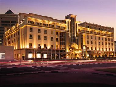 Movenpick Hotel & Apartments Bur Dubai exterior