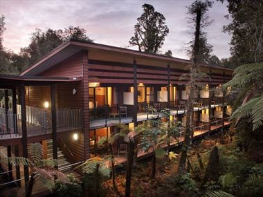 Te Waonui Forest Retreat exterior