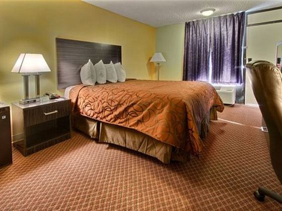 Guest room at the Econo Lodge International Drive