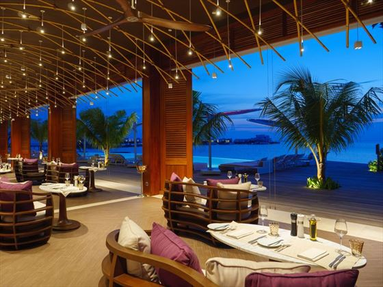 LUX North Male Atol - Glow Restaurant in the Evening