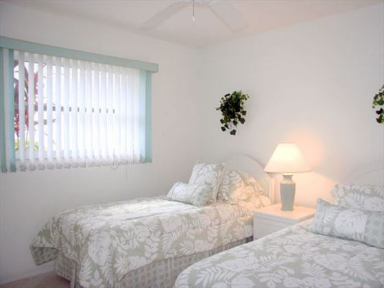 Example of a Port Charlotte Area Home - Twin bedroom