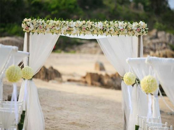 Wedding setting at the Outrigger Koh Samui Beach Resort