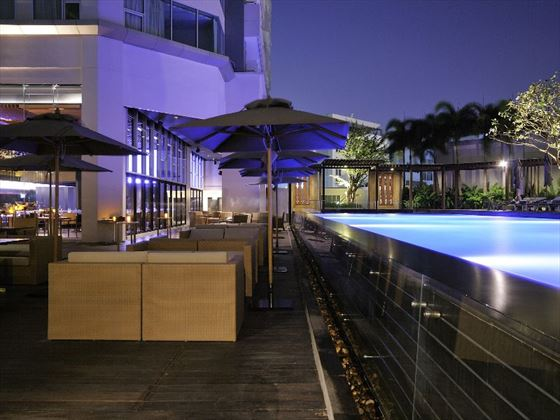 Pool deck dining