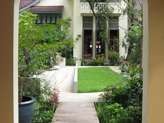 Ariyasom Villas gardens
