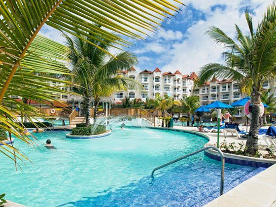 Occidental Caribe swimming pool