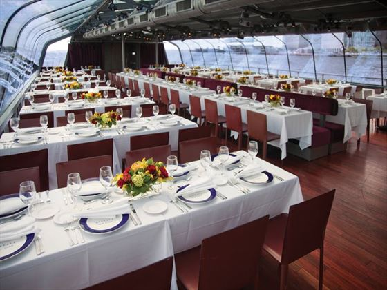 The interior of the Bateaux