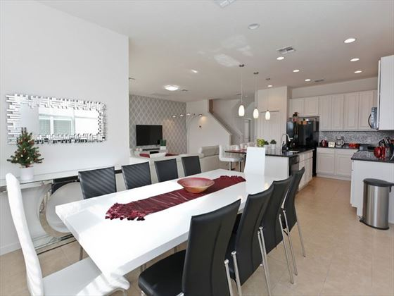 Bella Vida Resort Platinum Homes Dining Area