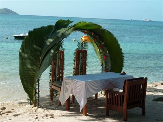 Traditional wedding on Cerf island