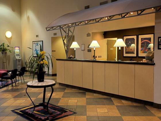 Clarion Suites Maingate lobby