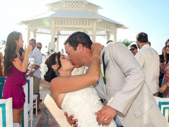 Bride & Groom at the Cozumel Palace wedding gazebo