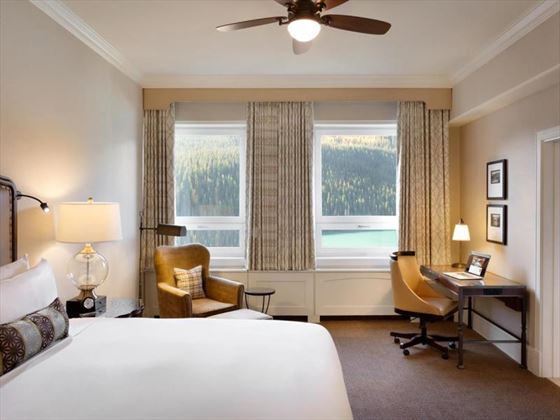 Deluxe Lakeview King Room