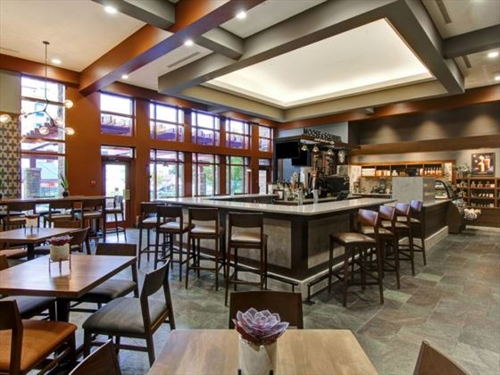 Moose & Squirrel at Doubletree Fallsview Resort & Spa by Hilton
