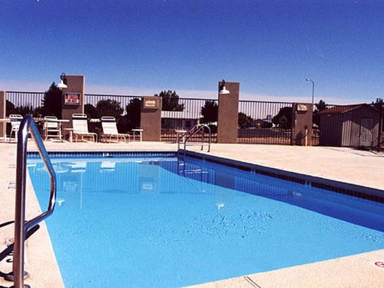 Holiday inn express suites page lake powell lake powell arizona american sky for Holiday inn with swimming pool