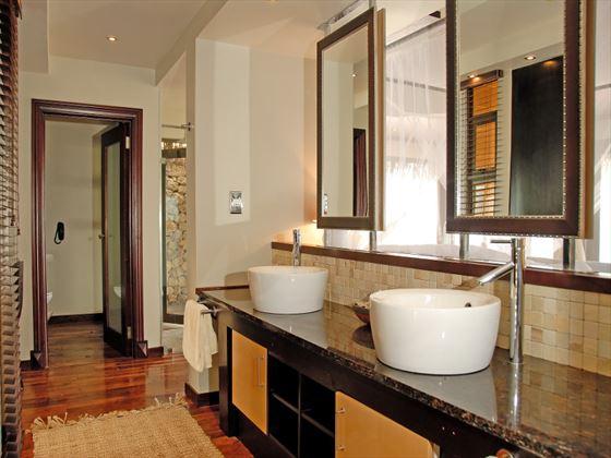 Indigo Bay Resort & Spa bathroom