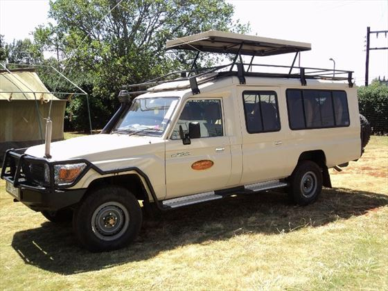 4x4 vehicle for game drives