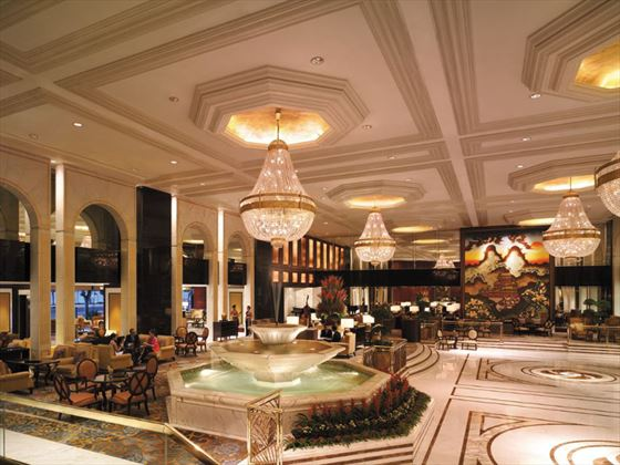 Kowloon Shangri-La lobby