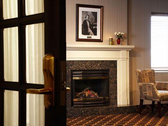 Lord Elgin Rideau Suite