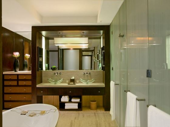 Marina room bathroom at One&Only Cape Town