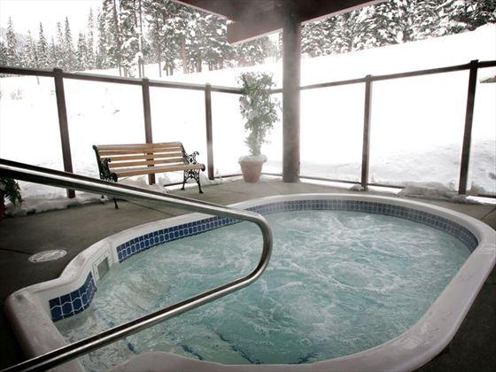 Nancy Greene's Cahilty Hotel hot tub