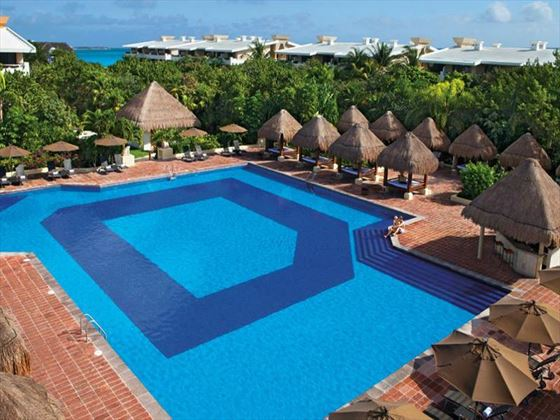Now Sapphire Riviera Cancun swimming pool