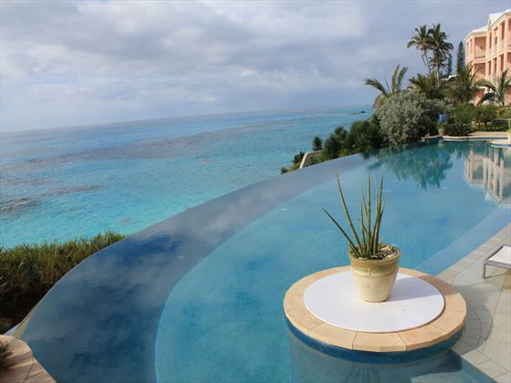 Ocean-facing infinity pool at The Reefs