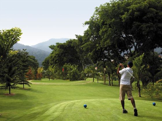 Par 3 Pitch and Putt golf course at Shangri Las Rasa Sayang Resort & Spa
