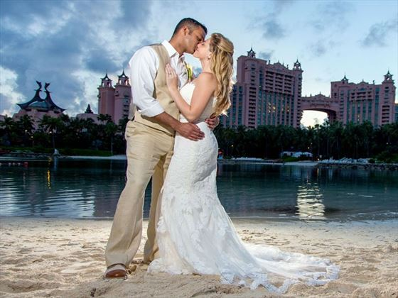 Beautiful & romantic weddings at Atlantis Paradise Island