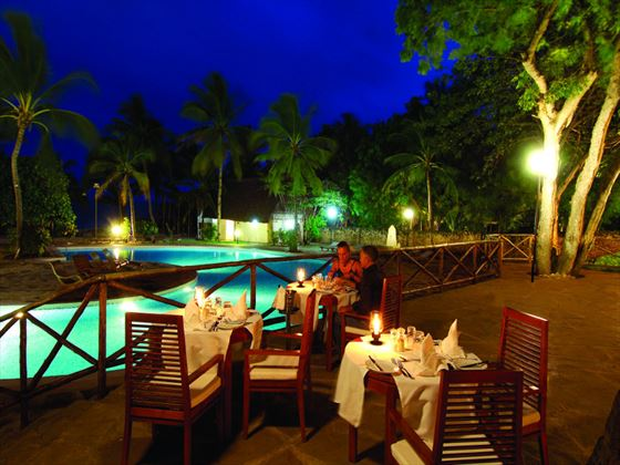 Poolside dining at Diamonds Dream of Africa