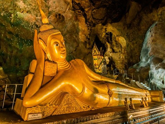 Reclining buddha statue in the Suwankuha temple