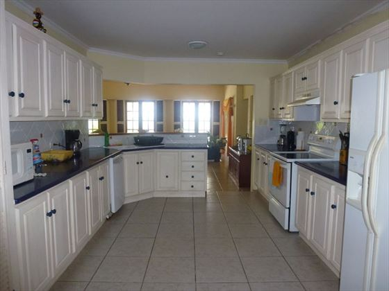 The well-equipped kitchen