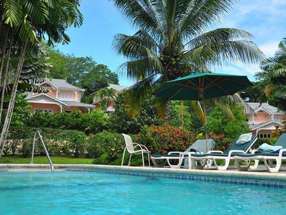 The shared pool at Plantation Beach Villas