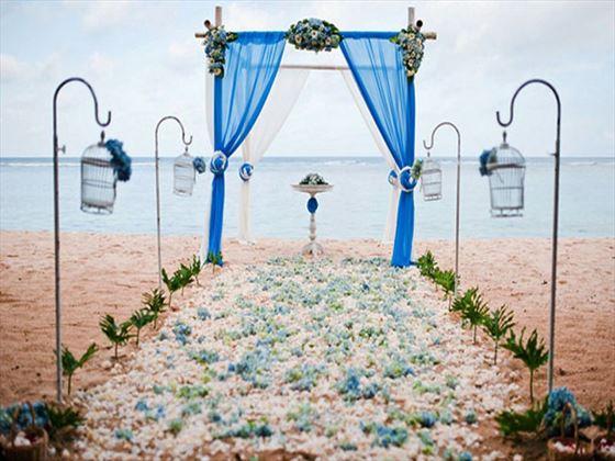 Beach weddings at Samabe Bali Resort & Villas