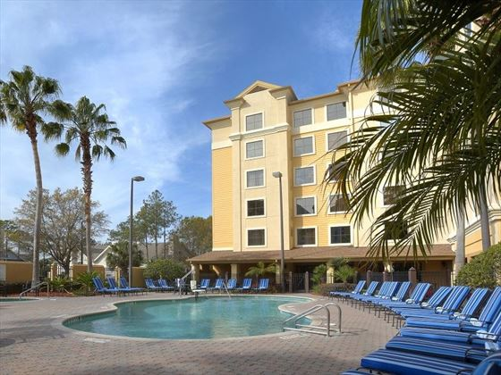Starsky Suites I-Drive, pool loungers