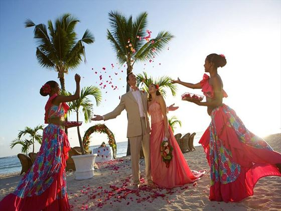 Beautiful weddings at Sugar Beach, Image courtesy of Sun Resorts Hotels