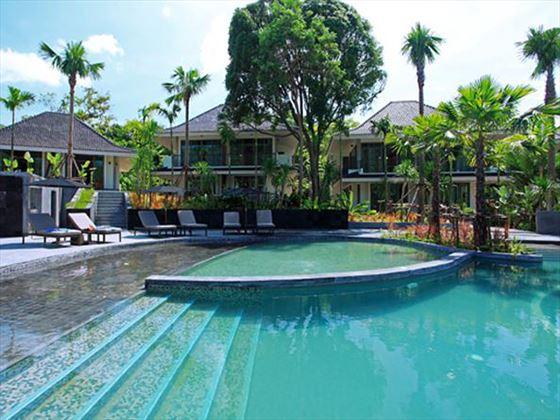 Swimming pool and sun deck at Manadarava